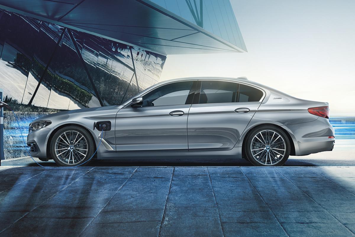 BMW Charged Edition -mallisto on ladattu ajamisen ilolla!
