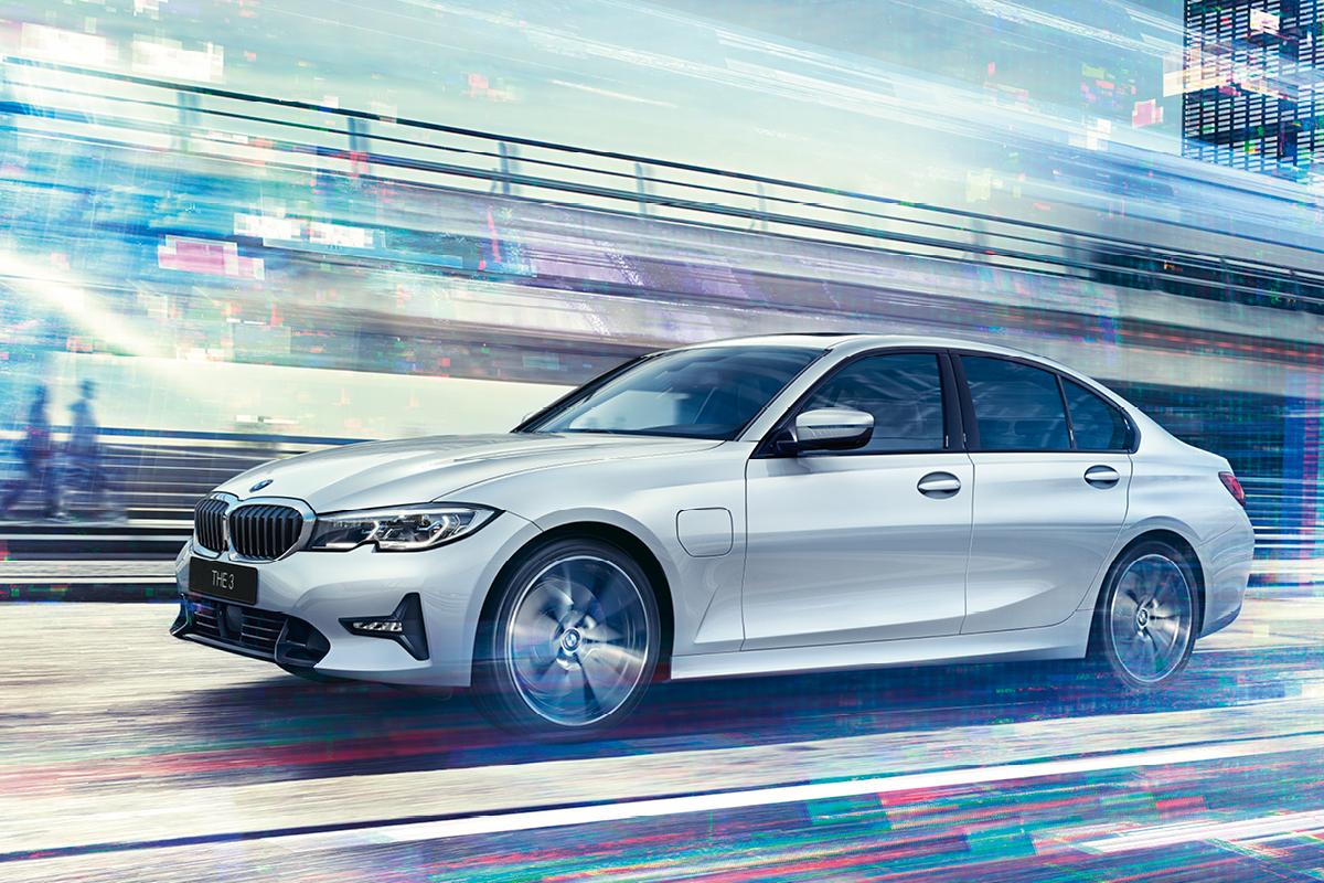 Uusi BMW 3-sarjan ladattava 330e Plug-In-Hybrid.