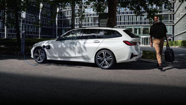 Uusi BMW 320e ladattava hybridi