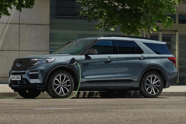 Uusi Ford Explorer ladattava hybridi koeajettavissa Laakkosella.