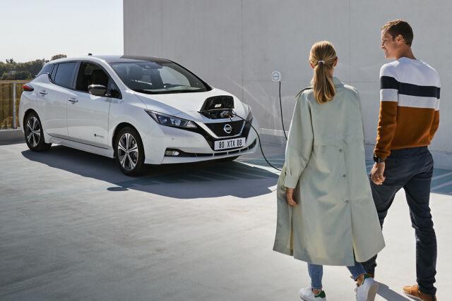Täyssähköinen Nissan Leaf kampanjahintaan Laakkoselta.