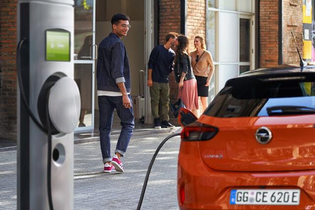 Opel sähköistyy!